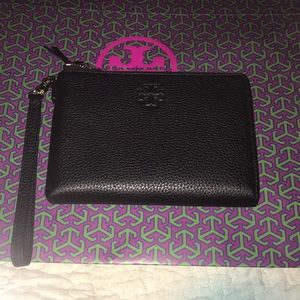 New authentic Tory Burch Thea large Zip pouch